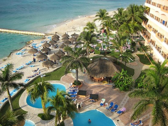 El Cozumeleno Beach Resort : view of the beach looking over the north, smaller pool