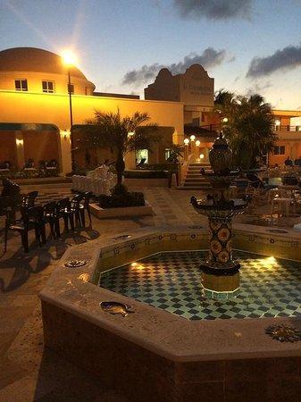 El Cozumeleno Beach Resort : Night viw near the south (Main) pool)