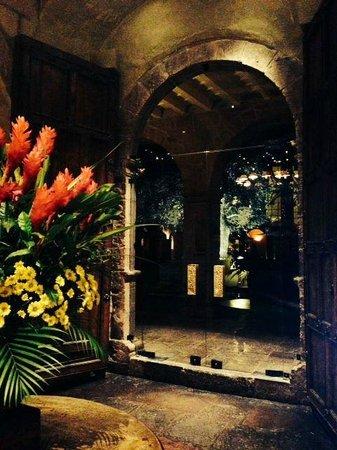 Belmond Hotel Monasterio : Lobby inside hotel entrance