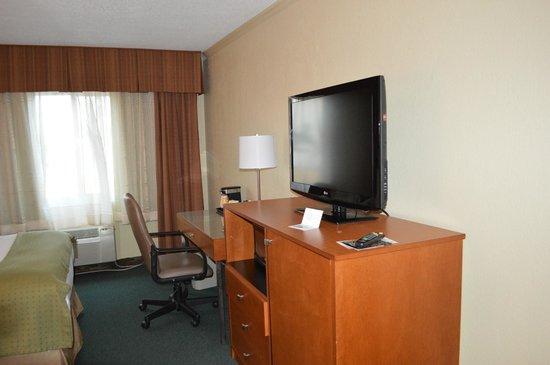 Holiday Inn Coral Gables - University: Tv a cabo, frigobar e microondas