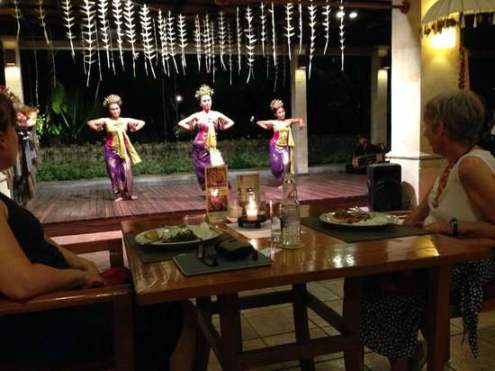 Bali Mandira Beach Resort & Spa: Balanise dinner and show