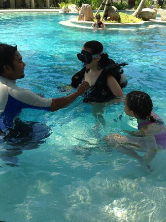 Bali Mandira Beach Resort & Spa: free scuba diving lesson in pool