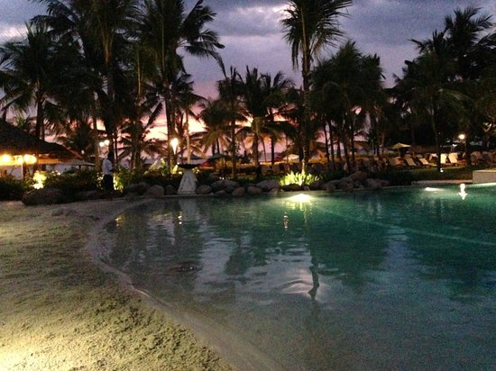 Bali Mandira Beach Resort & Spa: pool at night