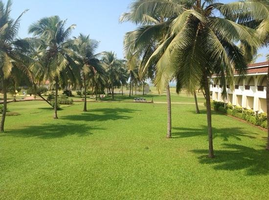 Holiday Inn Resort Goa: Our morning view from the balcony