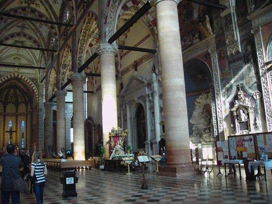 Chiesa di Sant'Anastasia : Interno