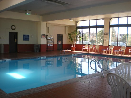 Quality Inn South : Pool Area