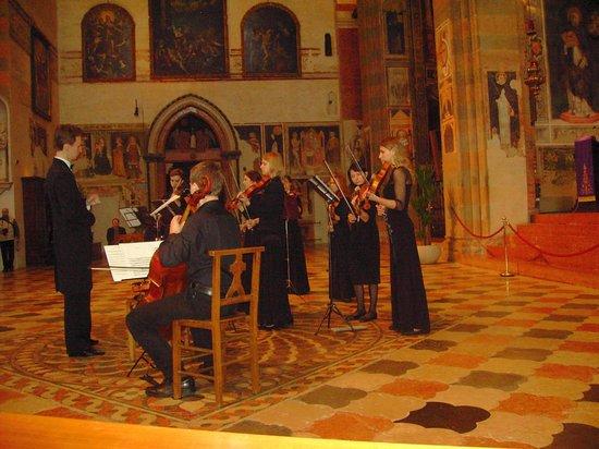 Chiesa di Sant'Anastasia : Il concerto per archi