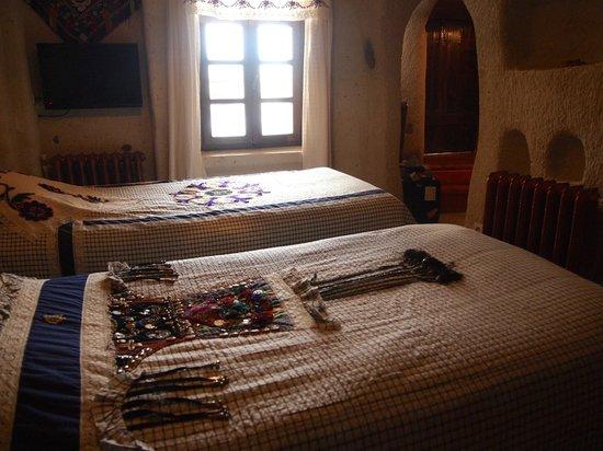 Cappadocia Cave Suites: ベッドルーム