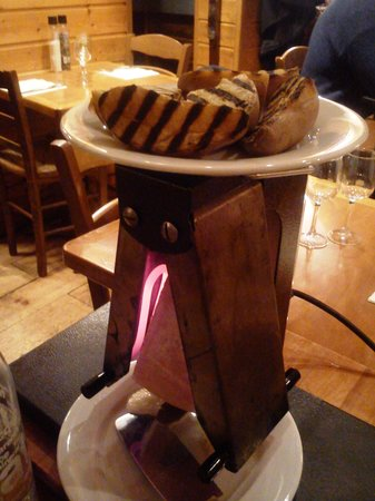 Le Chalet de Neuilly: Raclette with grilled potatoes on top