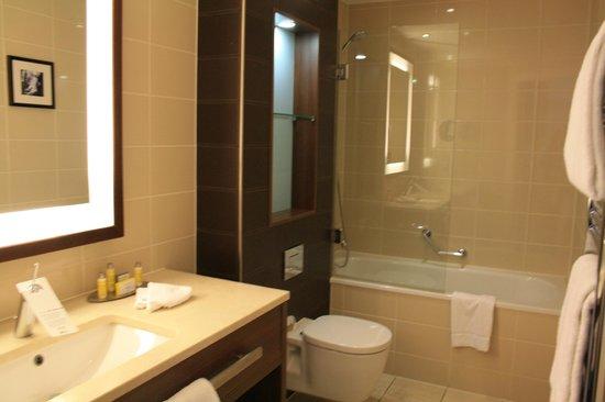 Paris Marriott Opera Ambassador Hotel: Bathroom