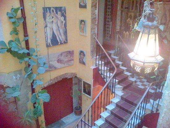 Hotel de l'Europe: Lobby from the internal windows of the Van Gogh Room