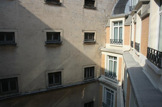 Paris Marriott Opera Ambassador Hotel : Out our window. Good light in morning