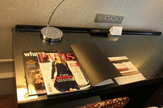 Paris Marriott Opera Ambassador Hotel: Desk