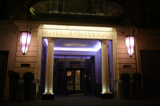 Paris Marriott Opera Ambassador Hotel: Front of Hotel