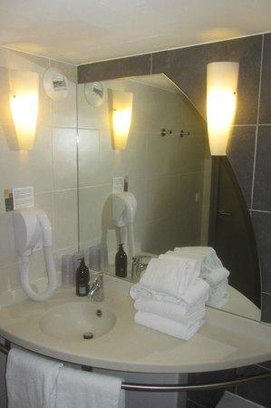 Adagio Annecy Centre : Salle de bain