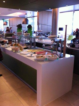 Roomz Vienna: Buffet colazione