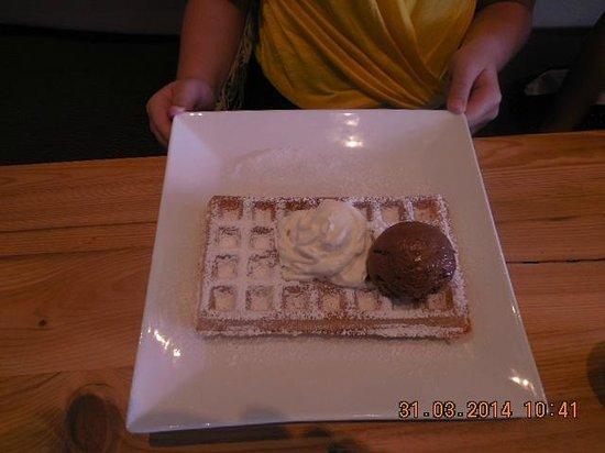 The Belgian Waffle House: Amazing waffles with chocolate mousse and fresh cream