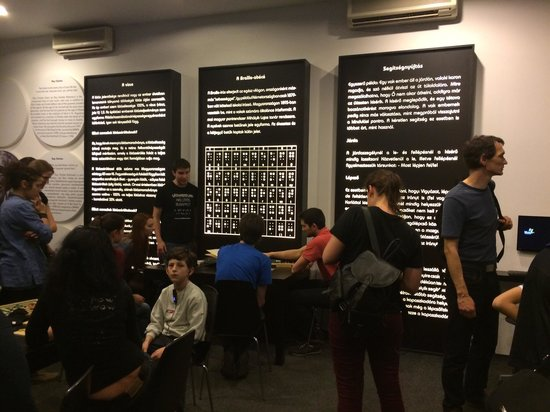 Invisible Exhibition: В ожидании начала