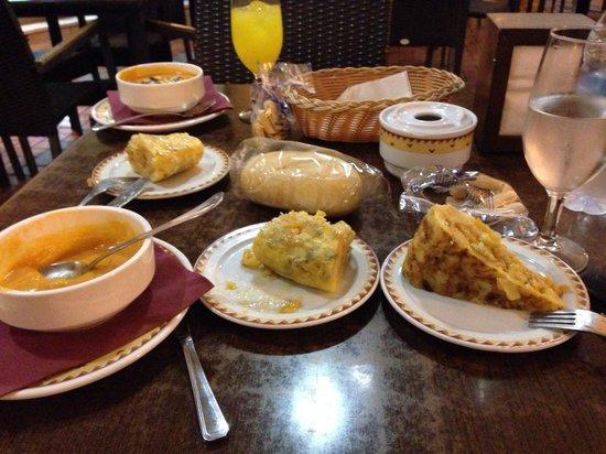 Restaurante Juan Jose: No me había terminado de comer la primera tapa de tortilla cuando me pedí la segunda! BUENÍSIMA!