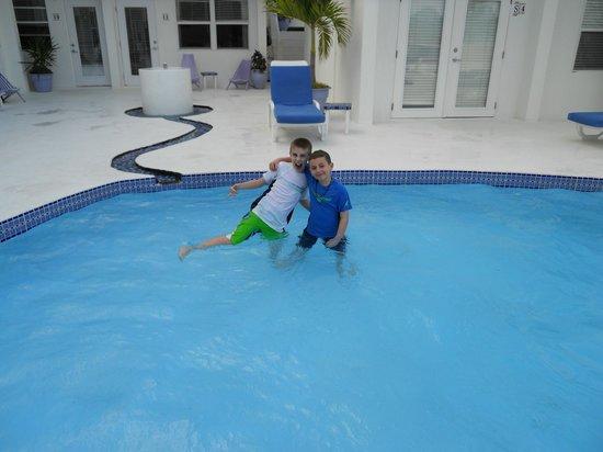 Mata Rocks Resort: fun in the pool