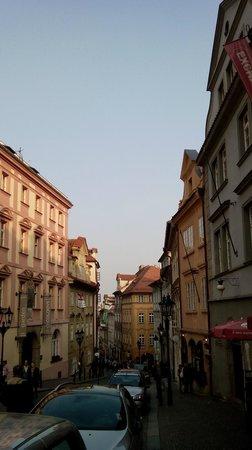 Little Quarter: Vista della strada Nerudova
