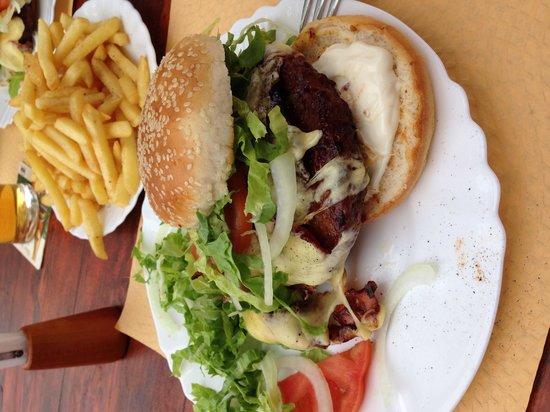 Mar's Bar : If you like burgers and like them big!