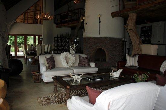 Royal Madikwe Luxury Safari Lodge : Living room
