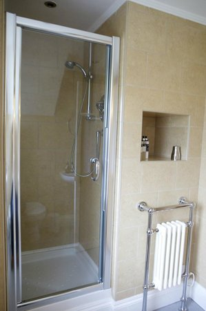 The Coach House: Room 6 shower