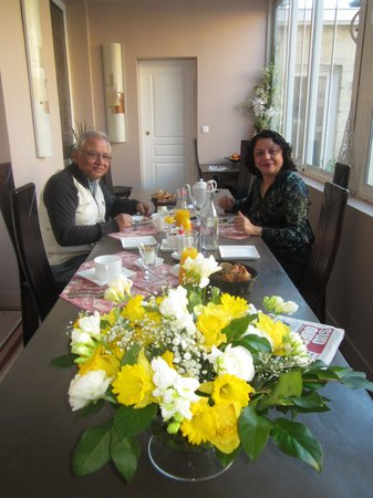 La Halte Montaigne : at the breakfast table