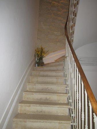La Halte Montaigne : staircase to our room