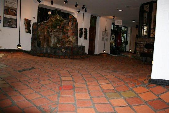 Kunsthaus Wien : uneven floor