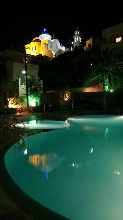 Anatoli Hotel: Piscina por la noche
