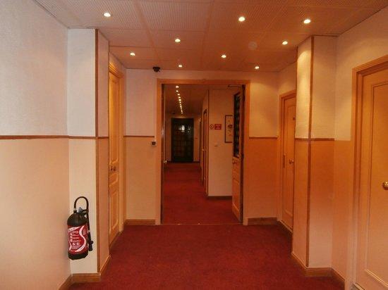 Ajoupa Apart'hotel Nice : corridoio