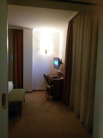 Hotel Am Parkring: Из гостиной в спальню