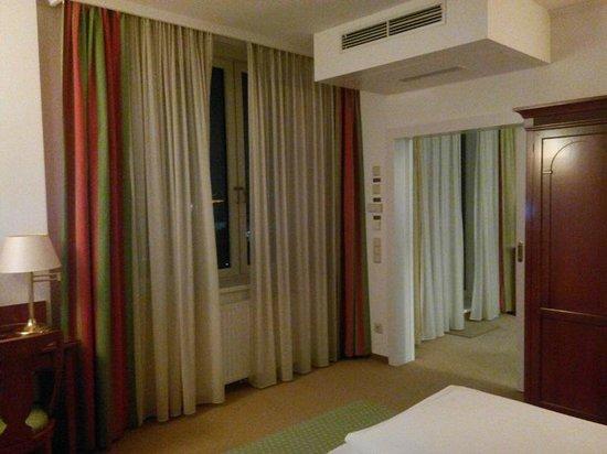Hotel Am Parkring: Из спальни в гостиную