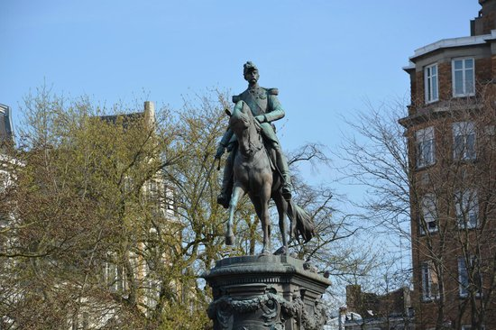 Palais des Beaux Arts: Statue en l'honneur du général Louis Faidherbe (1818-1889)