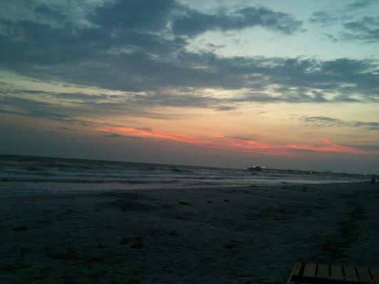 Pink Shell Beach Resort & Marina : amazing sunsets