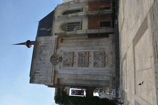 Lille Tourist Office : Monument aux victimes des deux guerres mondiales