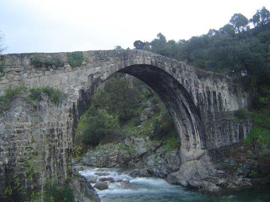 El Balcon de la Vera Hotel Restaurante: Puente de Alardos en el pueblo de al lado