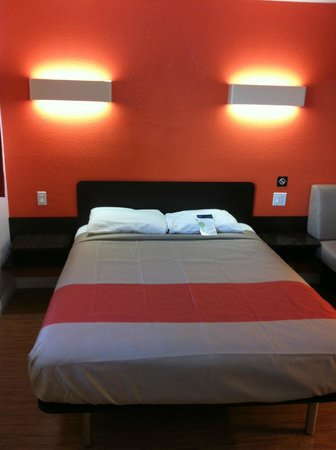 Motel 6 UC Riverside: Queen Bed
