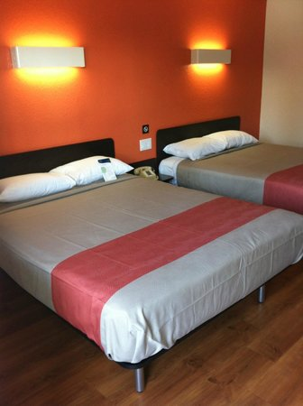 Motel 6 UC Riverside: Two Double Beds