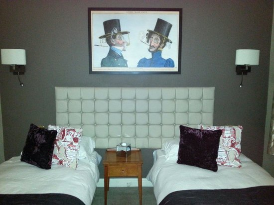 The Mad Hatter Hotel: Camera