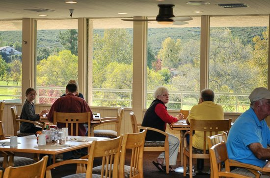 The Oaks Grill & Par Lounge: Both the food and view are wonderful at the Oaks Grille.
