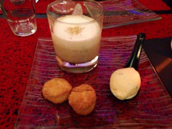 Soledad : Entrée : cappuccino de lentille, sablés au parmesan et sorbet chorizo