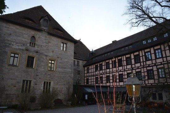 Hotel Burg Colmberg: Courtyard