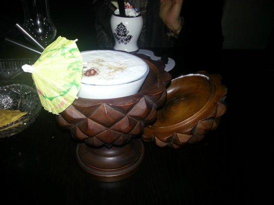 Close: Cocktail a base di rum e crema di cocco