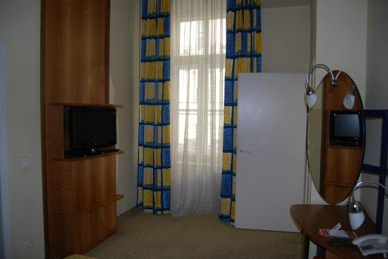 Starlight Suiten III Heumarkt : tv en habitación