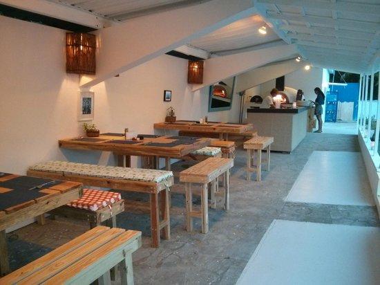 Hostel Laguna Park: restaurante pizzeria