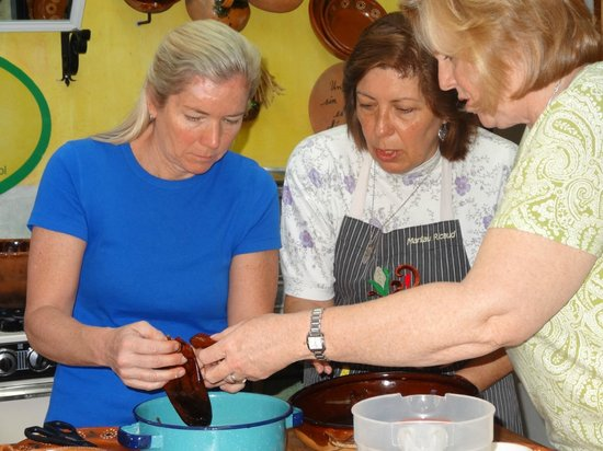 Marilau, Mexican Ancestry Cooking School : Hands-on cooking with Marilau