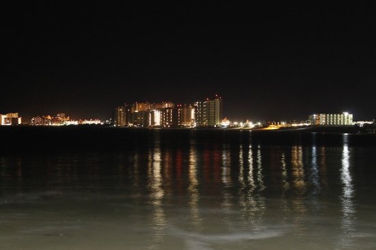 Penasco Del Sol Hotel: Night shot view from the  grounds